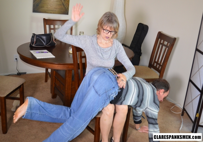 Marriage counselor her knee spank